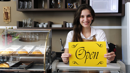 Девушка открыла булочную