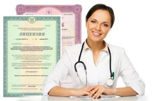 Девушка врач и образец лицензии на медицинскую деятельность