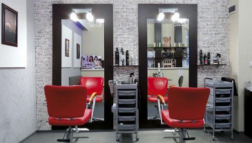Зал парикмахерской на 2 места