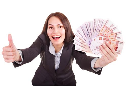 Красивая девушка с деньгами в руках