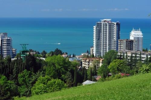 Вид на гостиницу и море города Сочи