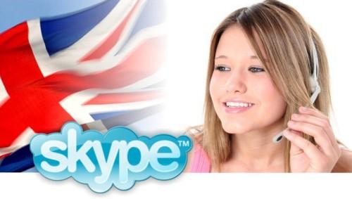 Девушка по скайпу обучает английскому языку