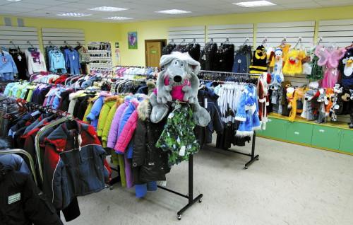 Торговый зал магазина одежды в маленьком городе