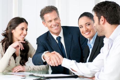 Спонсор даёт кредит начинающему бизнесмену