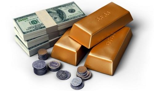 Деньги доллары в пачках и слитки золота на белом фоне