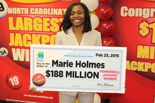 Девушка выиграла в лотерею Поверболл 188 миллионов долларов