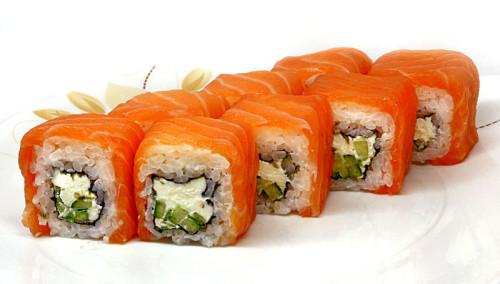 Роллы с лососем, рисом и специями