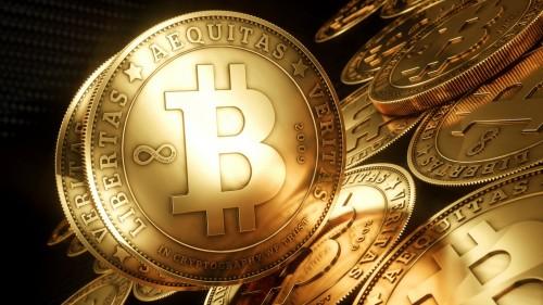 Монеты биткоины на чёрном фоне