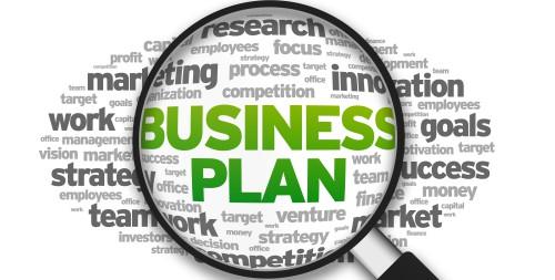 Надпись бизнес план под лупой