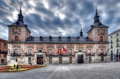 Красивое здание в Испании