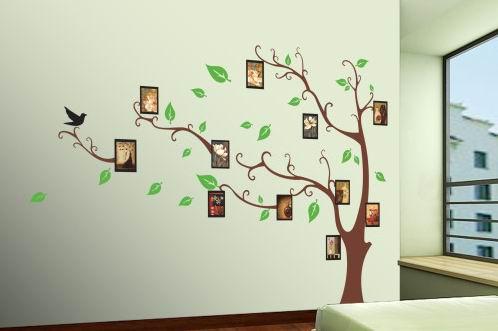 Комната оформленная интерьерным стикером