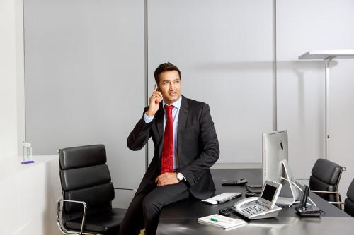 Руководитель фирмы в своём кабинете