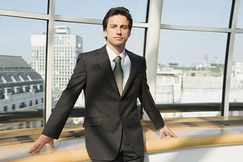 Красивый и успешный мужчина, которого уважают