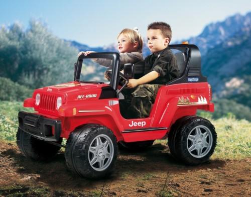 Дети за рулём электромашинки