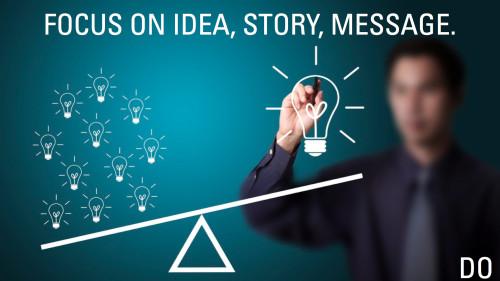 Мужчина генерирует идеи для бизнеса и заработка