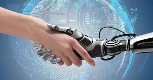 Робот жмёт руку человеку