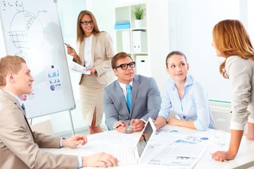 Сотрудники фирмы совещаются как снизить цены и задавить конкурента