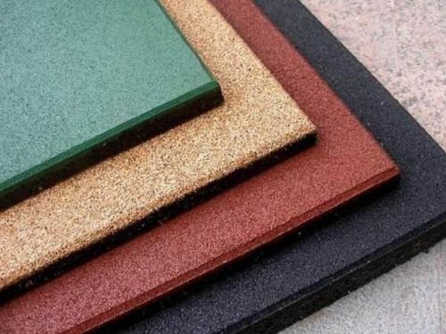 Разноцветная плитка из резиновой крошки