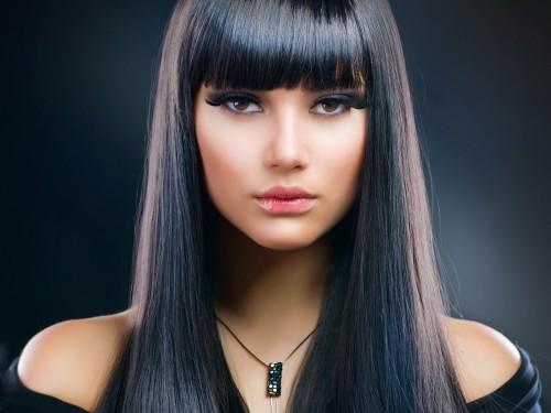 Очень красивая девушка с наращенными волосами