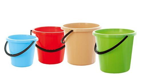 Разноцветные пластиковые вёдра