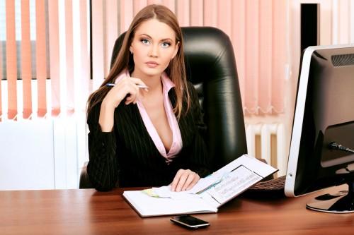 Девушка на работе в страховой компании