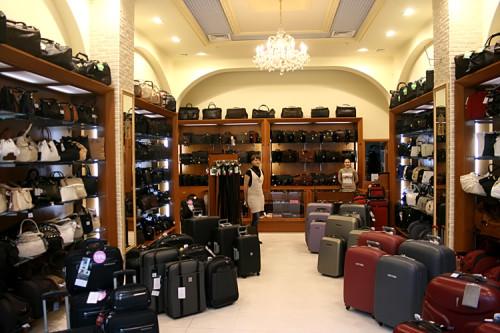 Небольшой магазин сумок