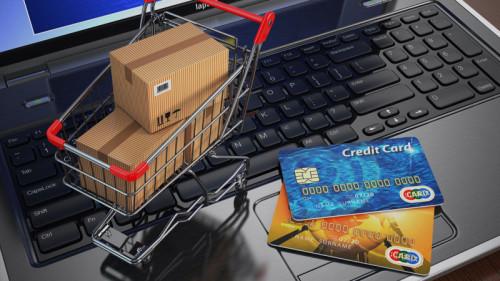 Ноутбук и кредитные карты