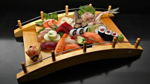 Суши, роллы, морепродукты