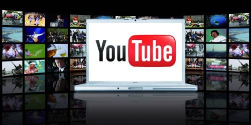 Логотип Ютуба на экране ноутбука