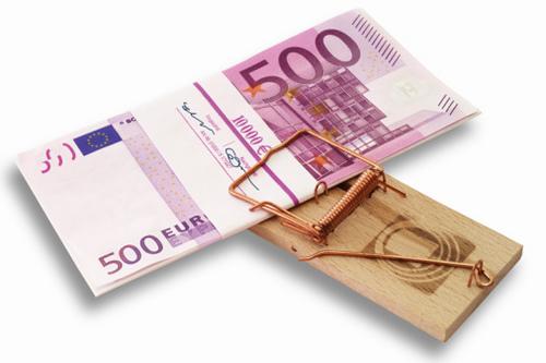 Купюры ЕВРО зажатые в мышеловке
