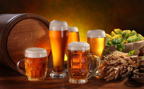 Пиво, хмель, солод и бочка