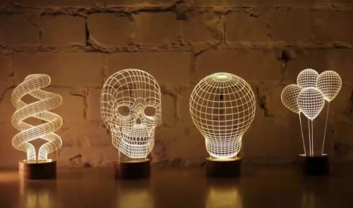 Креативные скульптуры символизирующие идеи бизнеса стоят на столе
