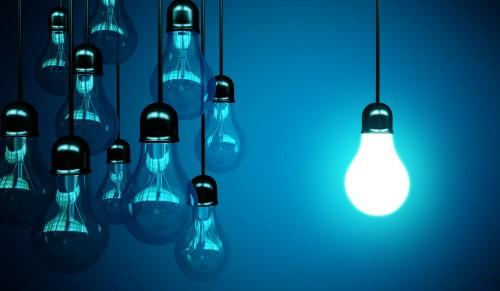 Лампочки символизирующие идеи малого бизнеса