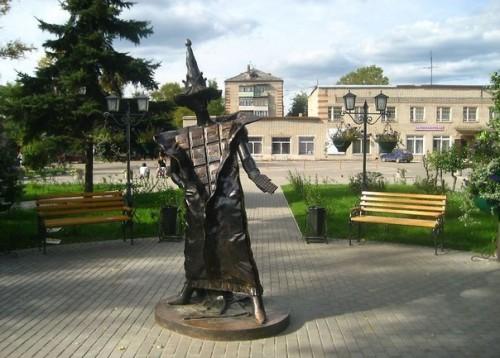 Памятник шоколаду в небольшом городе Покров