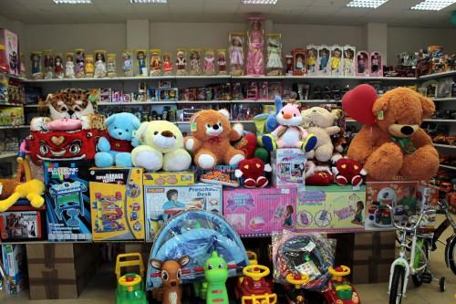 Прилавок магазина игрушек, который открыт по франшизе