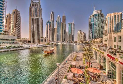 Набережная и кафе в Дубае