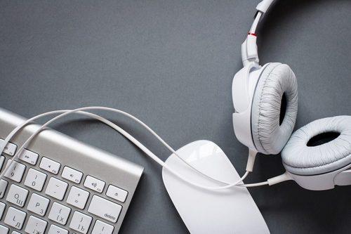 Клавиатура, наушники и мышь