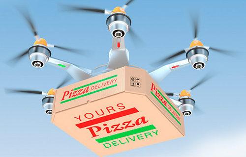 Квадрокоптер доставляет пиццу